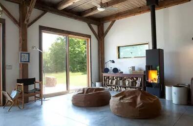 燃木壁炉:点亮绿色能源取暖新风尚.jpg